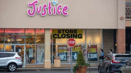 Justice will close its three remaining LI stores