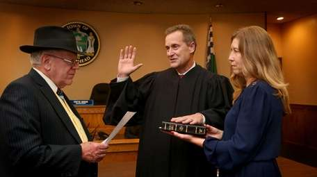 Former Riverhead Town Supervisor Sean Walter gets sworn