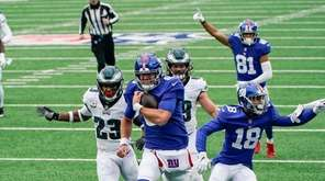 New York Giants' Daniel Jones (8) runs away