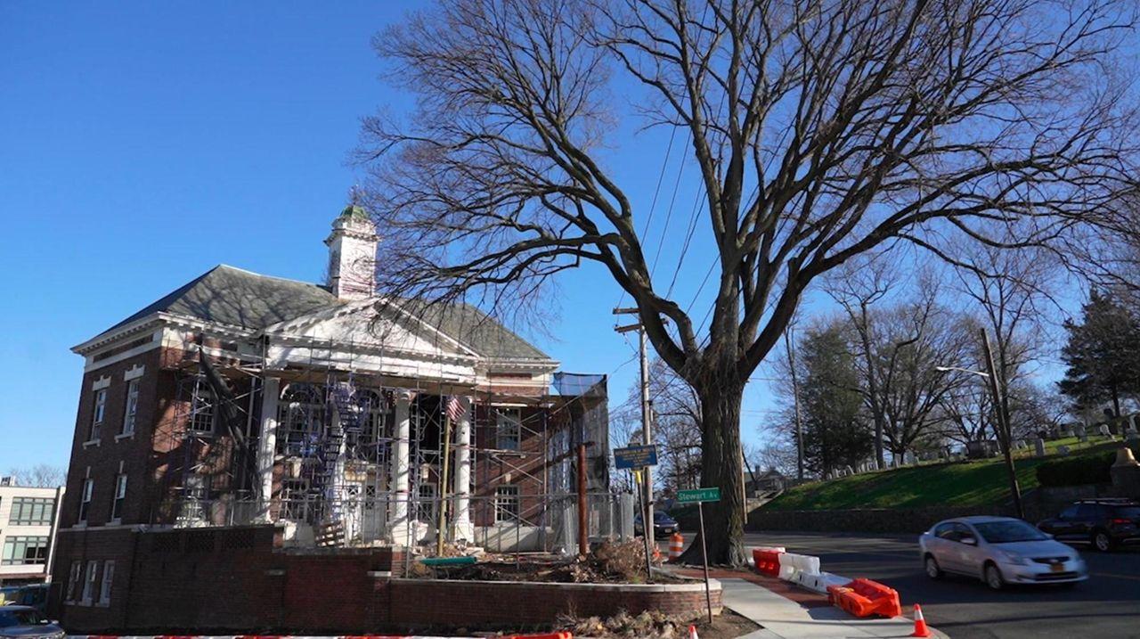 Construction on the future Hampton Inn at the