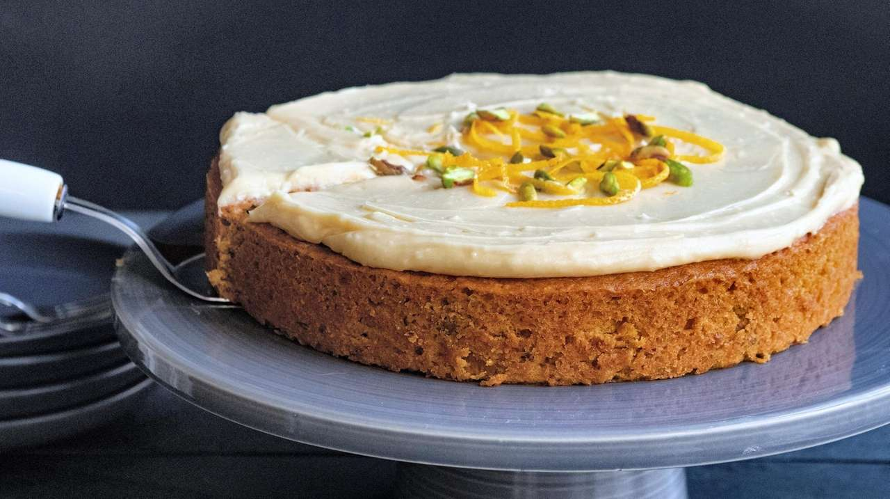 Make a pumpkin pistachio cake for Thanksgiving