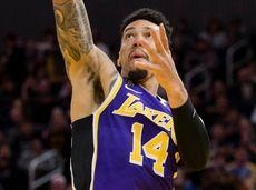 Lakers guard Danny Green shoots as Warriors guard