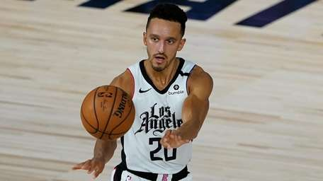 The Clippers' Landry Shamet makes a pass against