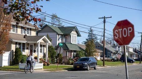 Homes on 1st Street in Lindenhurst