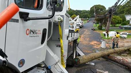 PSEG crews on Brunswick Road in Lake Ronkonkoma