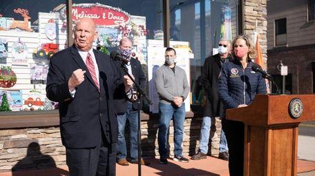 Richard Kessel of Nassau County Industry, left