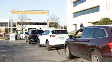 Cars line up as Island Harvest collects turkeys
