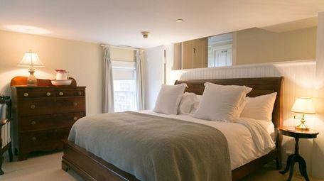 A view of a guestroom at Bridgehampton Inn