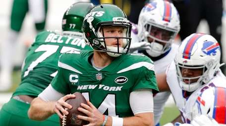 Sam Darnold of the New York Jets looks