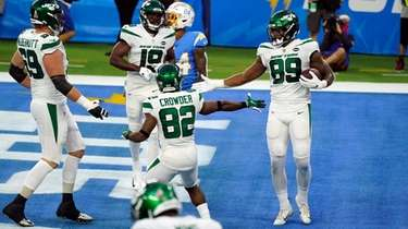 New York Jets tight end Chris Herndon celebrates