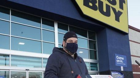 Chris Kapas shops at Best Buy on Jericho