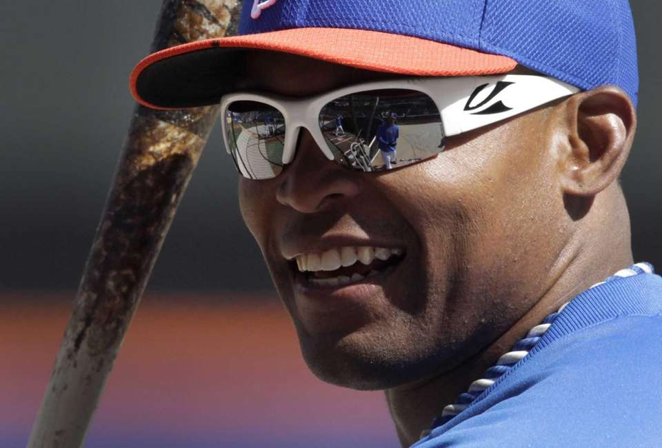 Mets right fielder Marlon Byrd smiles during batting