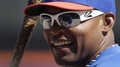 Mets right fielder Marlon Byrd smiles during batting