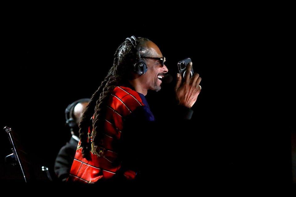 LOS ANGELES, CALIFORNIA - NOVEMBER 28: Snoop Dogg