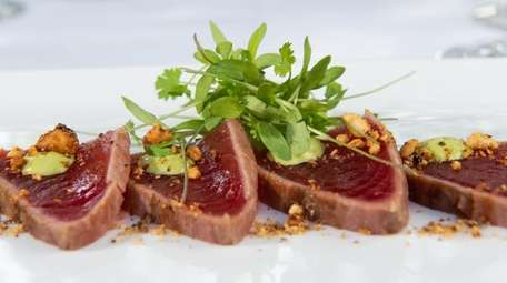 Chilled big eye tuna tataki with green sauce,