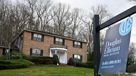 Buyers signed contracts to purchase 2,237 single-family homes
