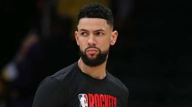 Austin Rivers looks back before the Rockets-Lakers game