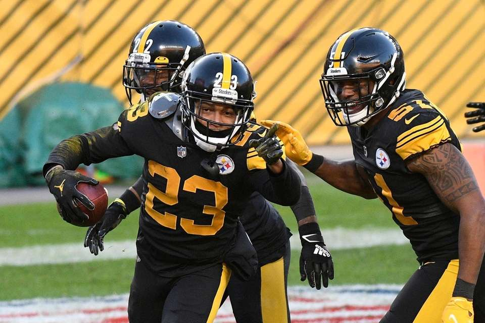 Pittsburgh Steelers cornerback Joe Haden (23) celebrates with