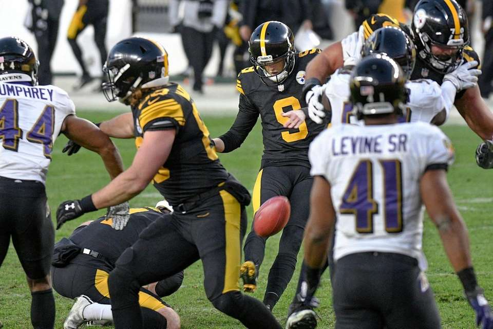 Pittsburgh Steelers kicker Chris Boswell (9) hits a