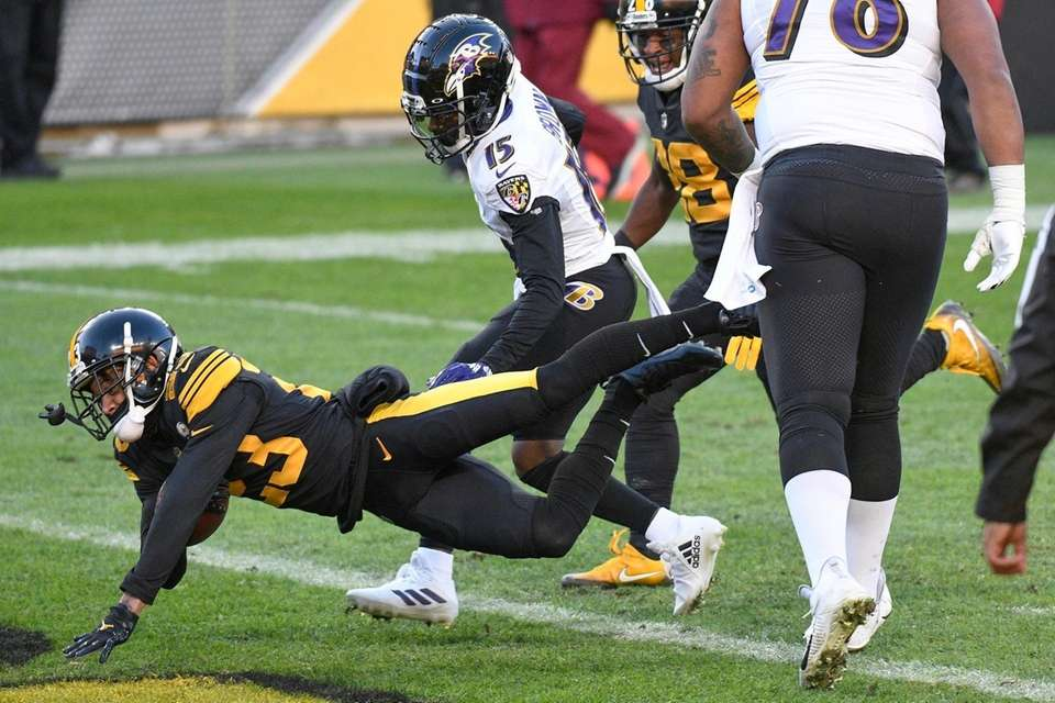 Pittsburgh Steelers cornerback Joe Haden (23) dives into