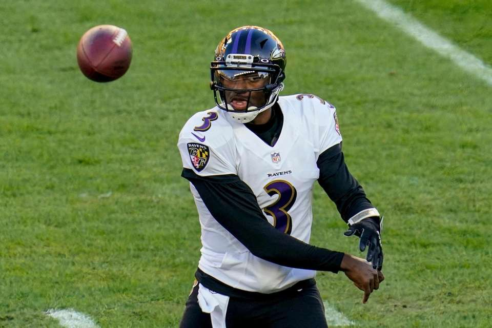 Baltimore Ravens quarterback Robert Griffin III (3) passes