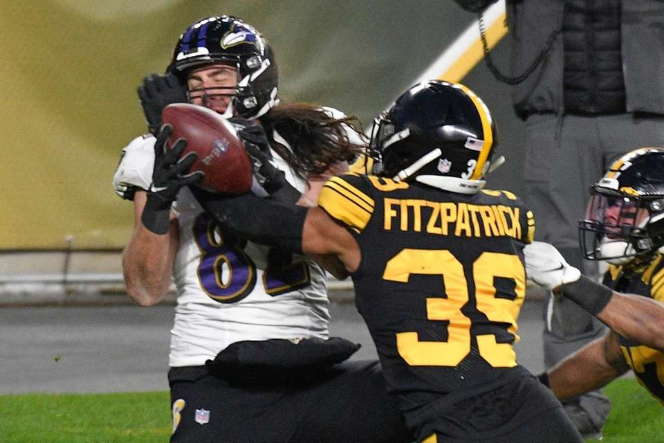 Pittsburgh Steelers free safety Minkah Fitzpatrick (39) breaks