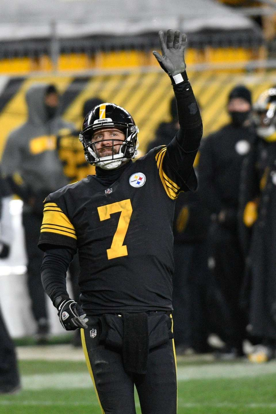 Pittsburgh Steelers quarterback Ben Roethlisberger celebrates after throwing