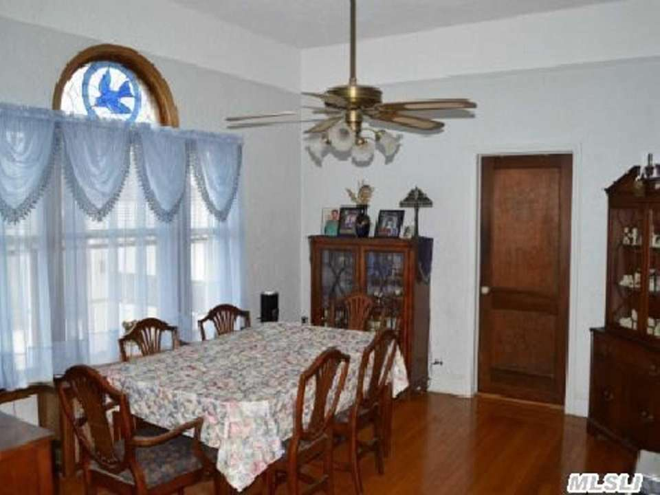 Amenities include a finished basement with an outside