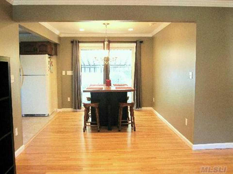 Oak floors, crown moldings and high-hat lighting are