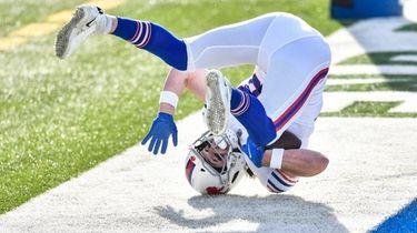 Buffalo Bills tight end Dawson Knox catches a