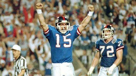 New York Giants quarterback Jeff Hostetler celebrates a