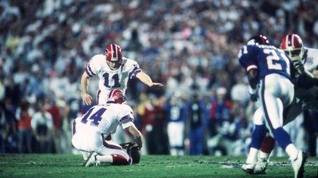 Kicker Scott Norwood of the Buffalo Bills misses
