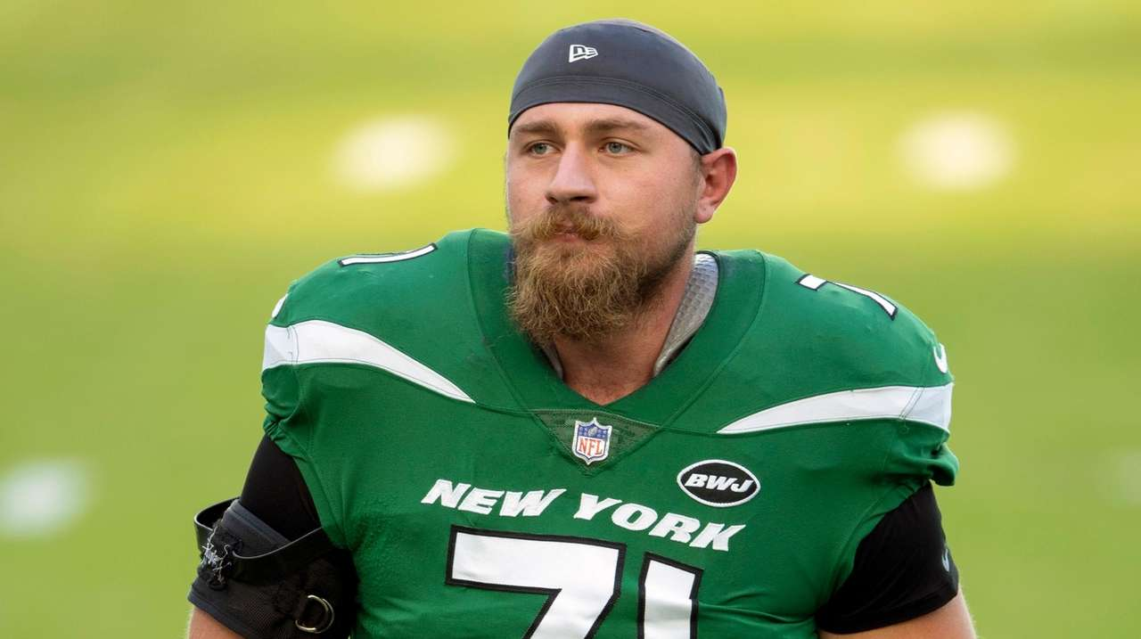 Jets OL Alex Lewis out because of undisclosed off-field issue ...