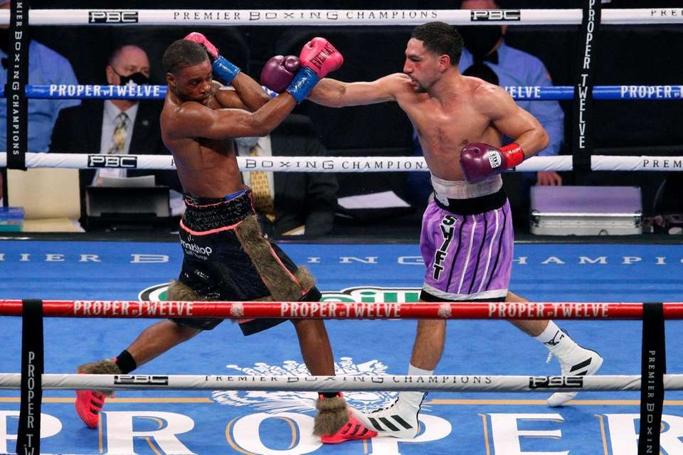 Errol Spence Jr. steps back from a punch