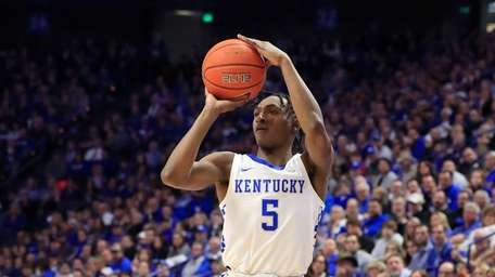 Immanuel Quickley #5 of the Kentucky Wildcats shoots