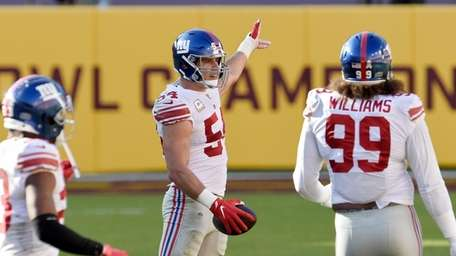 Blake Martinez #54 of the Giants reacts after
