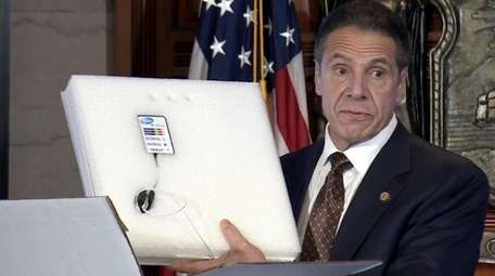 Gov. Andrew M. Cuomo shows a thermal monitor
