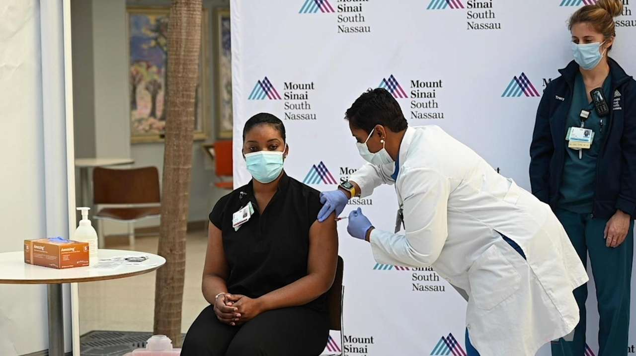 Frontline health workers at Mount Sinai South Nassau,