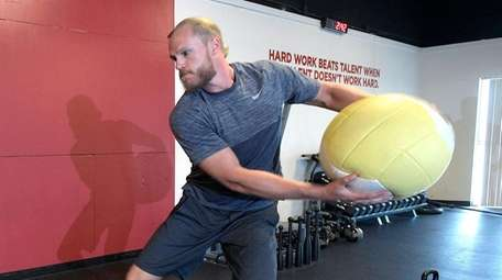 New York Mets pitcher Noah Syndergaard works out