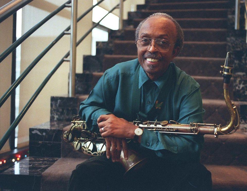 @*For 1/4 FANFARE@* Saxophonist JIMMY HEATH in role
