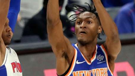 Knicks guard Immanuel Quickley shoots against Pistons forward