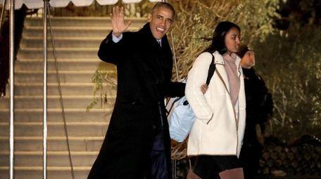 Former President Barack Obama and his daughter Sasha,