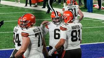 Cleveland Browns quarterback Baker Mayfield (6) celebrates with
