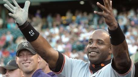 San Francisco Giants outfielder Barry Bonds gestures to