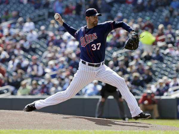 Minnesota Twins pitcher Mike Pelfrey throws in the