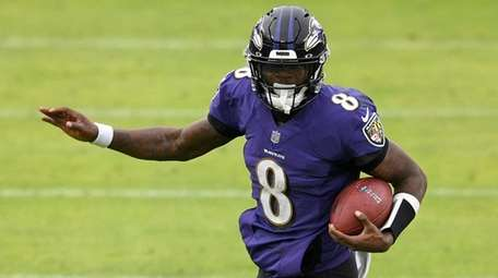 Ravens quarterback Lamar Jackson avoids a sack attempt