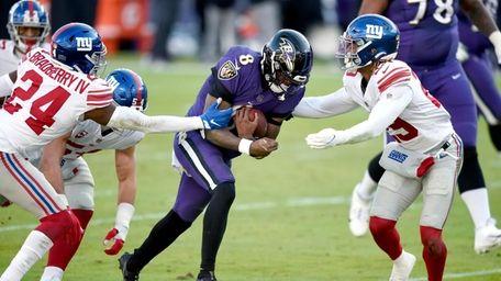 Baltimore Ravens quarterback Lamar Jackson (8) runs with