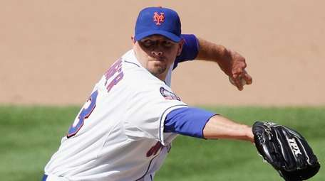 Billy Wagner #13 of the Mets pitches against