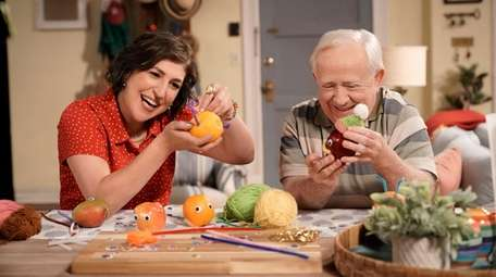 Mayim Bialik and Leslie Jordan on Fox's