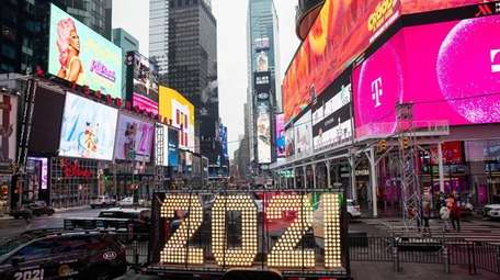 "The ""2021"" New Year's Eve numerals get delivered"